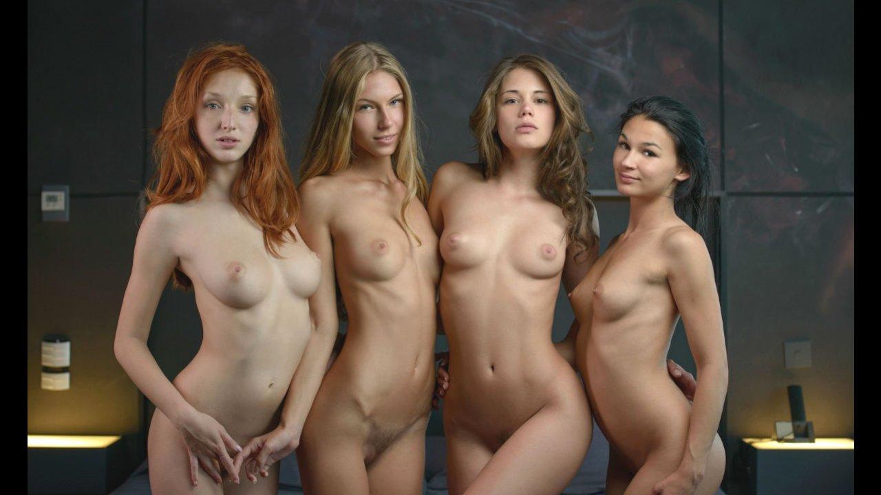 Четыре подружки лесбиянки на кровати устроили сексуальный разврат с кунилингусом