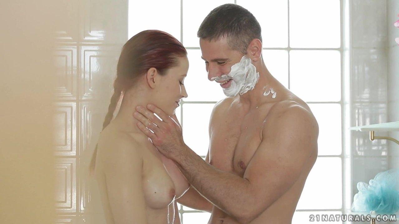 Жена Расслабилась В Ванной